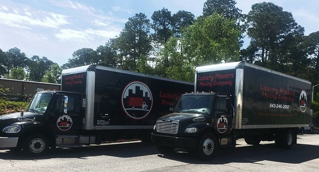 """""""Luxury Movers Moving Company, LLC"""" Truck"""