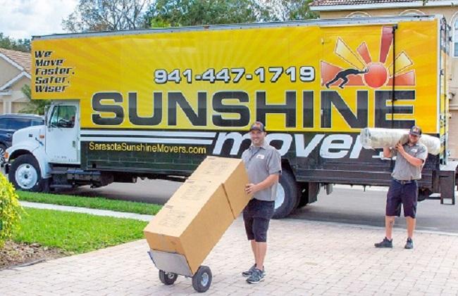 """Sunshine Movers of Sarasota LLC"" Truck"