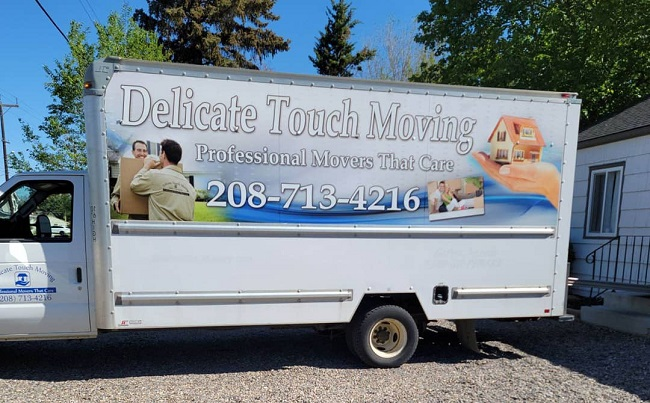 """""""Delicate Touch Moving"""" Truck"""