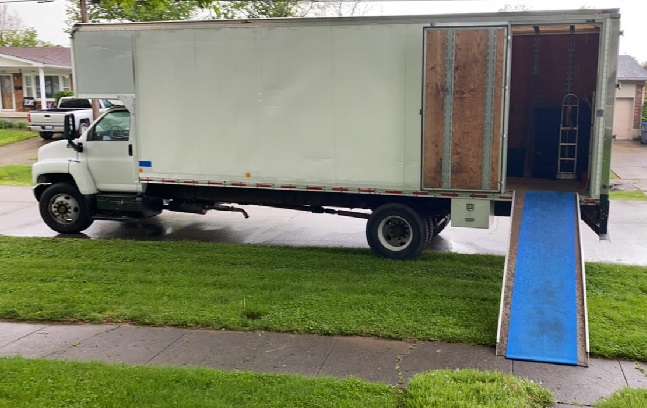 """""""TopDogg Moving & Storage"""" Truck"""